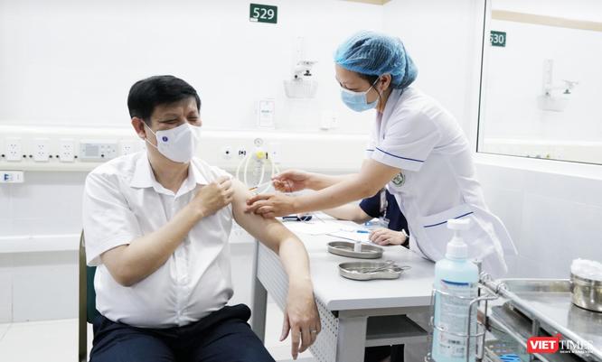 Việt Nam tiếp tục nhận hơn 1 triệu liều vaccine phòng COVID-19 để tiêm chủng đợt 3 ảnh 1