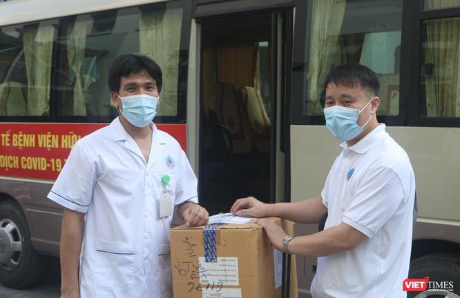 """35 bác sĩ, điều dưỡng trẻ ở Bệnh viện Hữu Nghị lên đường vào """"điểm nóng"""" của COVID-19 ở TP. HCM ảnh 2"""
