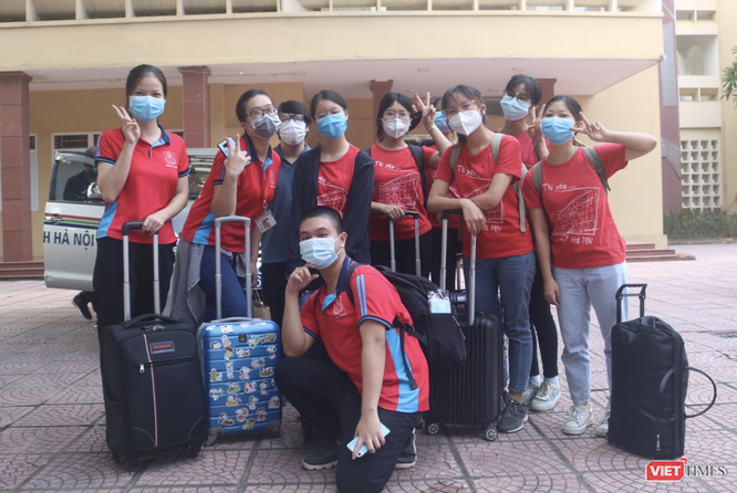 340 sinh viên Trường ĐH Y Hà Nội tình nguyện hỗ trợ Hà Nội xét nghiệm, tiêm vaccine COVID-19 ảnh 5