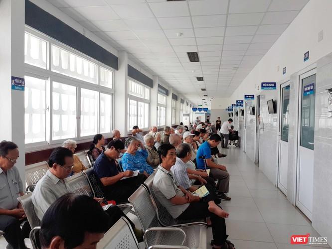 TP. Hồ Chí Minh: Nắng nóng, người già nhập viện tăng đột biến ảnh 1