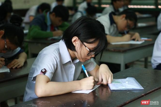 Bắt đầu bước vào giờ làm bài môn Ngữ văn