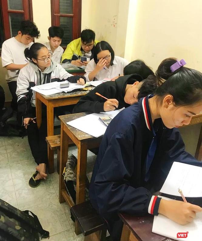 Học sinh vẫn miệt mài ôn luyện đến sát ngày thi