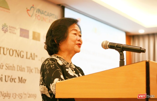 Bà Trương Mỹ Hoa - Nguyên Phó Chủ tịch nước, Chủ tịch Quỹ học bổng Vừ A Dính phát biểu tại chương trình