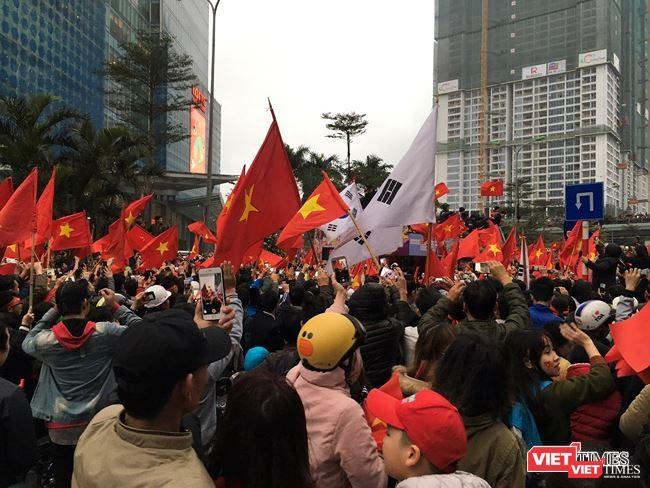 """Quốc tế """"choáng"""" với màn chào mừng U-23 Việt Nam vinh quy ảnh 1"""