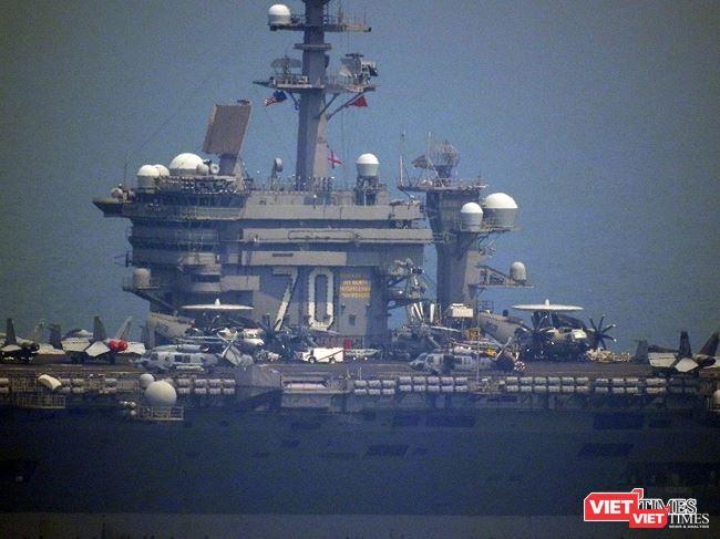 Tàu sân bay USS Carl Vinson cập cảng Đà Nẵng.