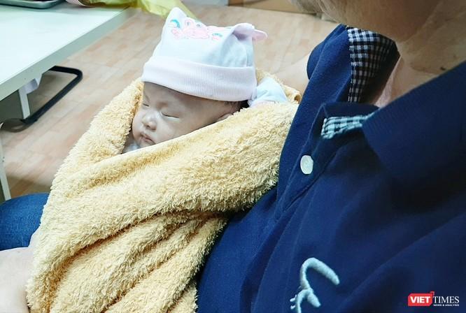 Hai bé song sinh dính liền gan tại Bệnh viện Nhi đồng 1 được xuất viện ảnh 2