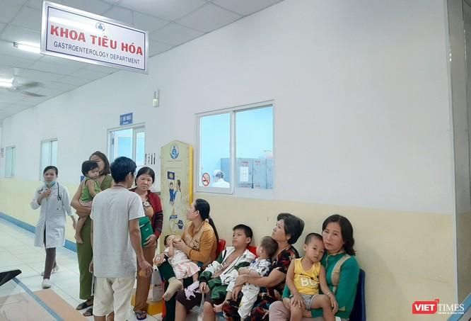 Vụ hàng loạt học sinh cấp cứu nghi do ngộ độc thực phẩm: 1 bệnh nhi bị trụy mạch ảnh 1