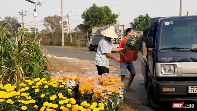 Vợ đột quỵ qua đời, chồng nuốt nước mắt bán hết số hoa cuối cùng và tình người Sài Gòn ảnh 5