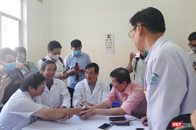 Nam Việt kiều Mỹ hân hoan trong ngày xuất viện ảnh 3
