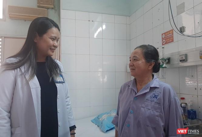 Cụ bà 71 tuổi bị tai biến mạch máu não được cứu sống trong gang tấc và đi đứng bình thường ảnh 2