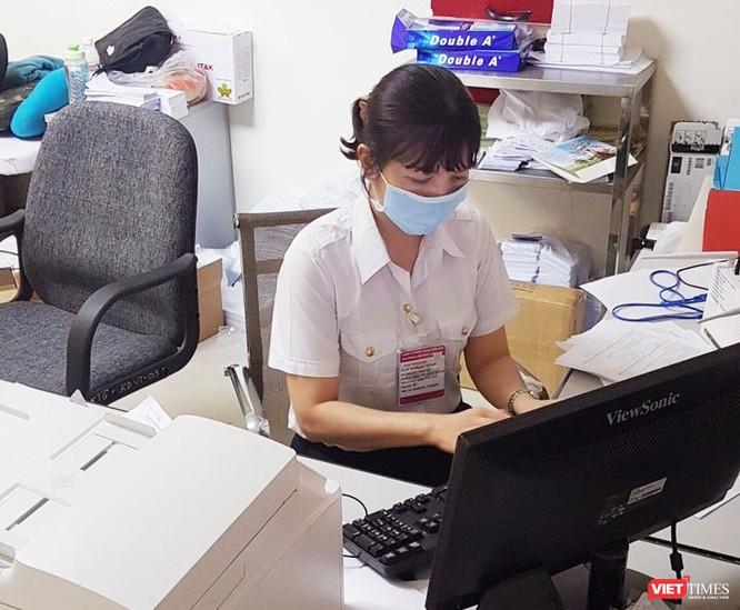 Ngày 8/3 của những người phụ nữ trên tuyến đầu bảo vệ thành phố trước dịch bệnh COVID-19 ảnh 3