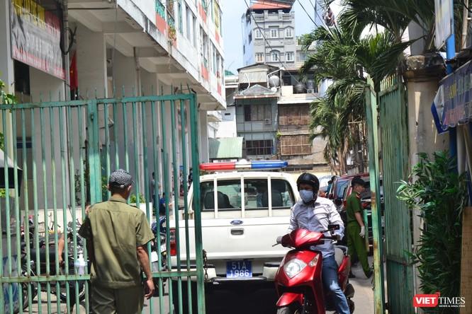 Cận cảnh chung cư Hòa Bình phong tỏa nghiêm ngặt, nơi bệnh nhân số 48 sinh sống ảnh 7