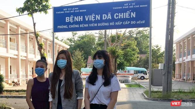 Thêm 3 bệnh nhân nhiễm COIVD-19 ở BV Dã chiến Củ Chi khỏi bệnh, xuất viện ảnh 1