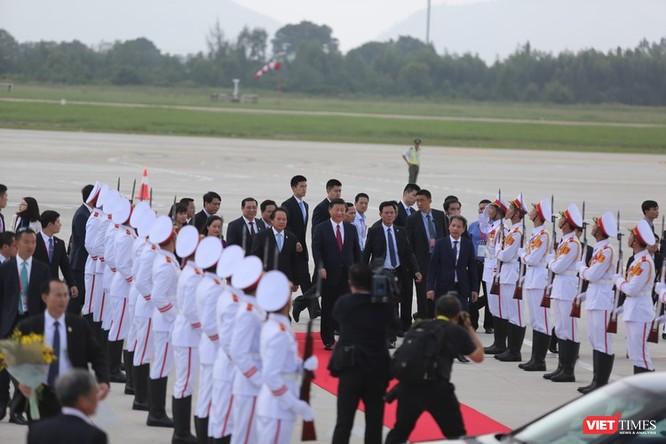 Đoàn Việt Nam thực hiện nghi lễ đón ông Tập Cận Bình tại sân bay