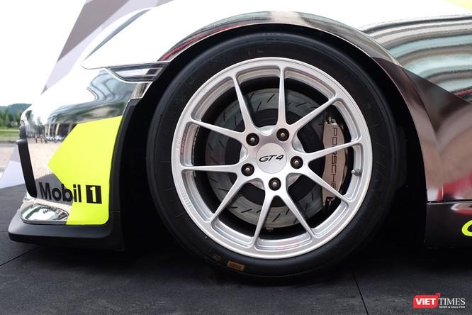 """""""Mòn mắt"""" với Porsche Cayman GT4 Clubsport bất ngờ xuất hiện tại Việt Nam ảnh 9"""