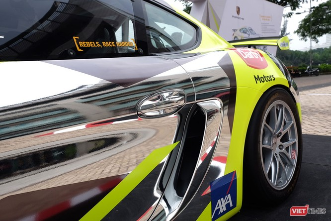 """""""Mòn mắt"""" với Porsche Cayman GT4 Clubsport bất ngờ xuất hiện tại Việt Nam ảnh 11"""