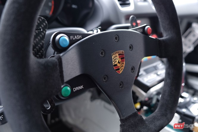 """""""Mòn mắt"""" với Porsche Cayman GT4 Clubsport bất ngờ xuất hiện tại Việt Nam ảnh 12"""