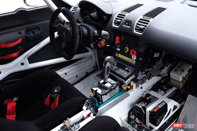 """""""Mòn mắt"""" với Porsche Cayman GT4 Clubsport bất ngờ xuất hiện tại Việt Nam ảnh 3"""