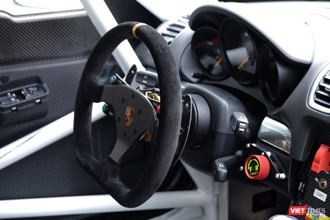 """""""Mòn mắt"""" với Porsche Cayman GT4 Clubsport bất ngờ xuất hiện tại Việt Nam ảnh 4"""