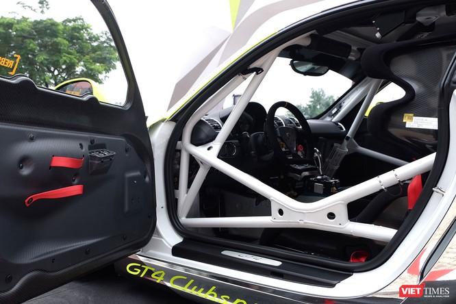 """""""Mòn mắt"""" với Porsche Cayman GT4 Clubsport bất ngờ xuất hiện tại Việt Nam ảnh 6"""