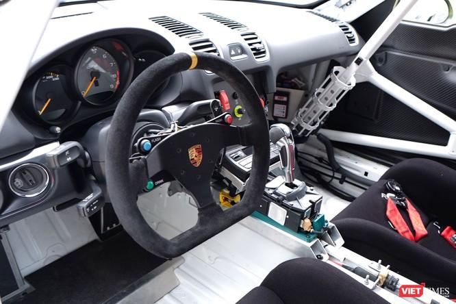 """""""Mòn mắt"""" với Porsche Cayman GT4 Clubsport bất ngờ xuất hiện tại Việt Nam ảnh 7"""