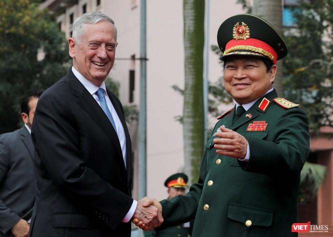 Bộ trưởng Quốc phòng Mỹ thăm chùa Trấn Quốc, dạo Hồ Tây ảnh 1