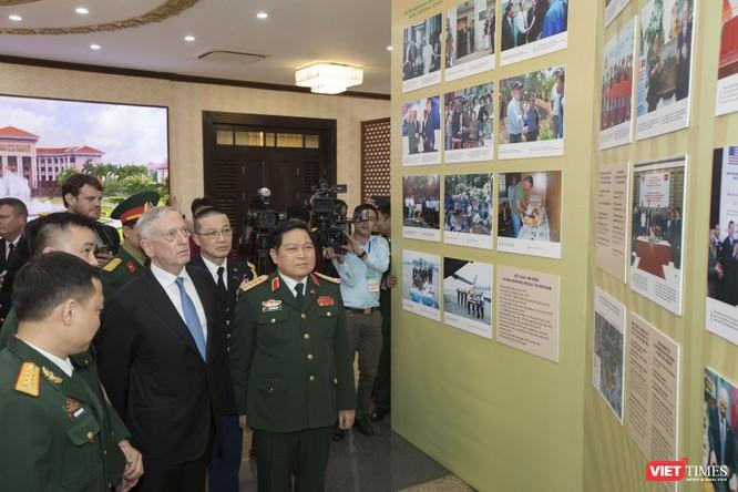 Bộ trưởng Quốc phòng Mỹ thăm chùa Trấn Quốc, dạo Hồ Tây ảnh 6