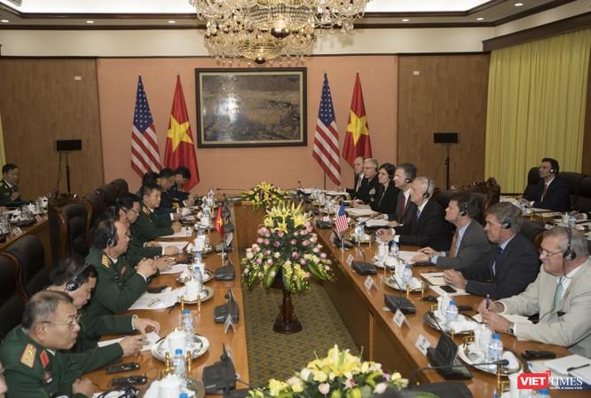 Bộ trưởng Quốc phòng Mỹ thăm chùa Trấn Quốc, dạo Hồ Tây ảnh 7