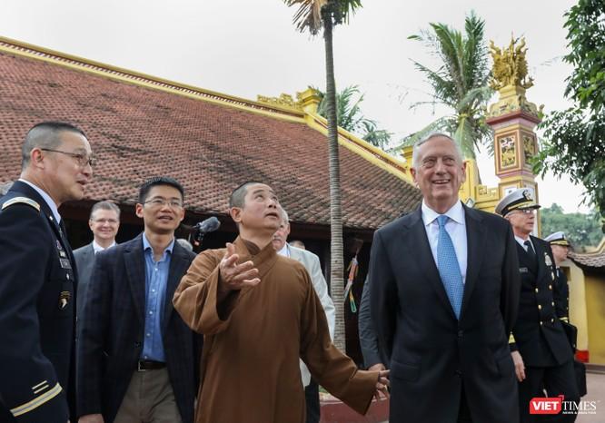 Bộ trưởng Quốc phòng Mỹ thăm chùa Trấn Quốc, dạo Hồ Tây ảnh 11