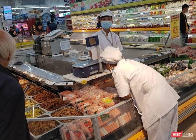 Sắp tết, Bộ trưởng Y tế thị sát vấn đề an toàn thực phẩm tại TP.HCM ảnh 1