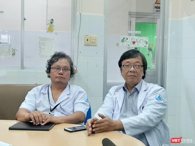Bệnh viện Nhi đồng 1 TP.HCM mổ tách thành công cặp song sinh dính liền gan nhỏ nhất ảnh 2