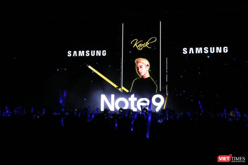 """Mỹ Tâm, Tóc Tiên, Tuấn Hưng, Bích Phương, Đức Phúc làm """"nổ tung"""" sân khấu sự kiện ra mắt Galaxy Note 9 tại Hà Nội ảnh 2"""