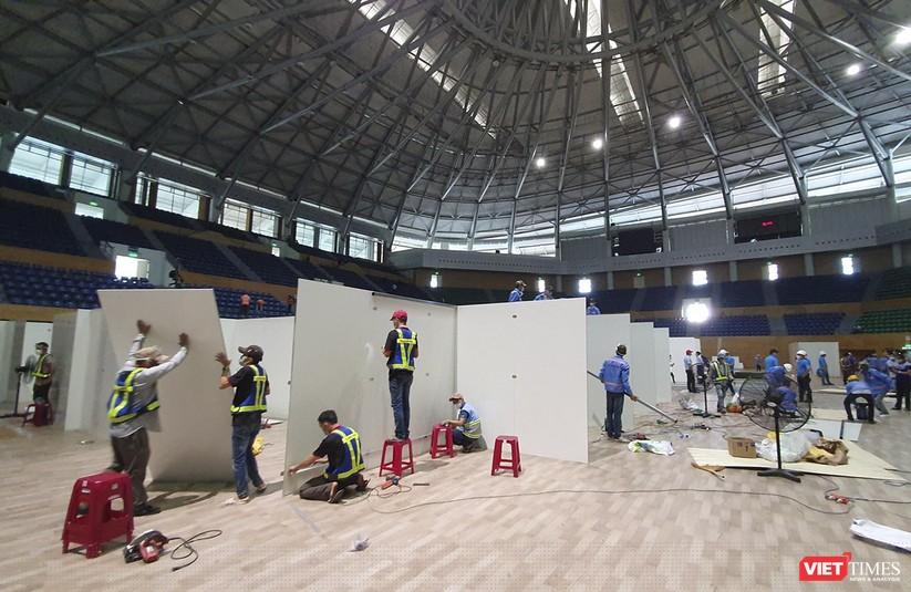 Ảnh: Đà Nẵng sẽ hoàn thành bệnh viện dã chiến Cung thể thao Tiên Sơn trong 4 ngày ảnh 5