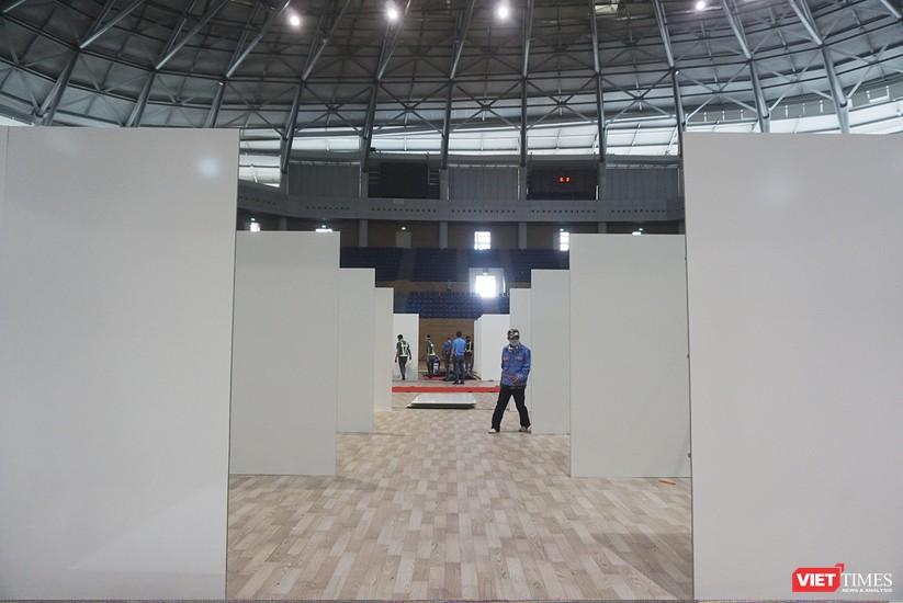 Ảnh: Đà Nẵng sẽ hoàn thành bệnh viện dã chiến Cung thể thao Tiên Sơn trong 4 ngày ảnh 12