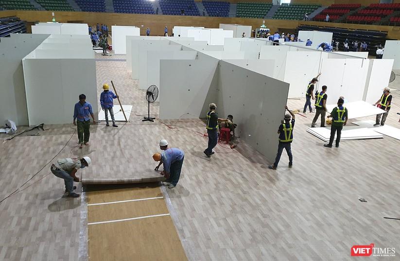 Ảnh: Đà Nẵng sẽ hoàn thành bệnh viện dã chiến Cung thể thao Tiên Sơn trong 4 ngày ảnh 4