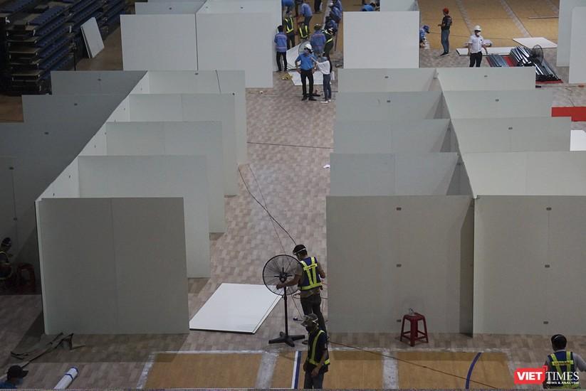 Ảnh: Đà Nẵng sẽ hoàn thành bệnh viện dã chiến Cung thể thao Tiên Sơn trong 4 ngày ảnh 15