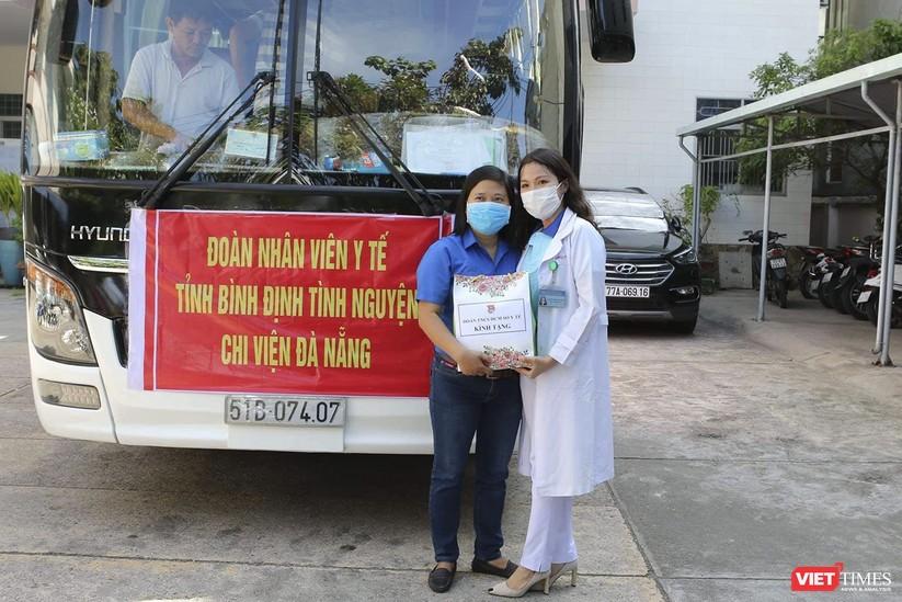 Ảnh: Đoàn cán bộ Y tế tỉnh Bình Định lên đường chi viện cho Đà Nẵng chống dịch COVID-19 ảnh 10