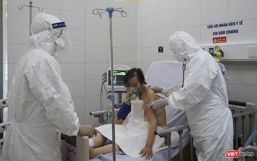 """Ảnh: Bên trong tâm """"bão COVID-19"""" ở Bệnh viện Phổi Đà Nẵng ảnh 6"""