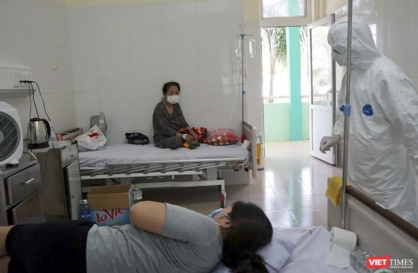 """Ảnh: Bên trong tâm """"bão COVID-19"""" ở Bệnh viện Phổi Đà Nẵng ảnh 2"""