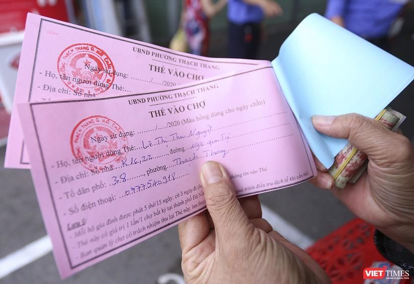 Ảnh: Ngày đầu tiên người dân Đà Nẵng đi chợ bằng phiếu để phòng COVID-19 ảnh 12