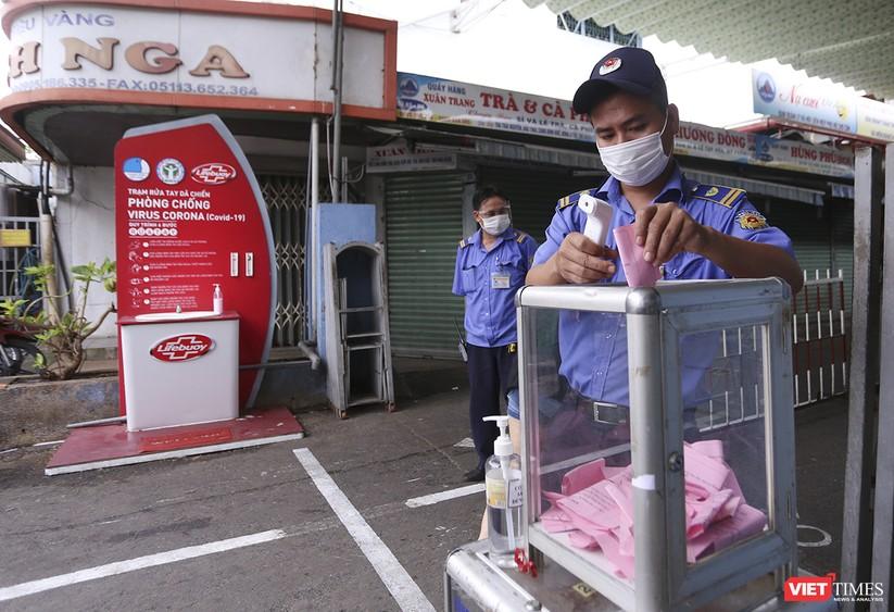 Ảnh: Ngày đầu tiên người dân Đà Nẵng đi chợ bằng phiếu để phòng COVID-19 ảnh 10