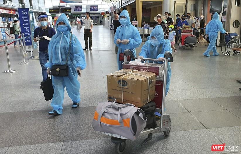 Ảnh: Những du khách mắc kẹt vì dịch COVID-19 bắt đầu rời Đà Nẵng ảnh 5