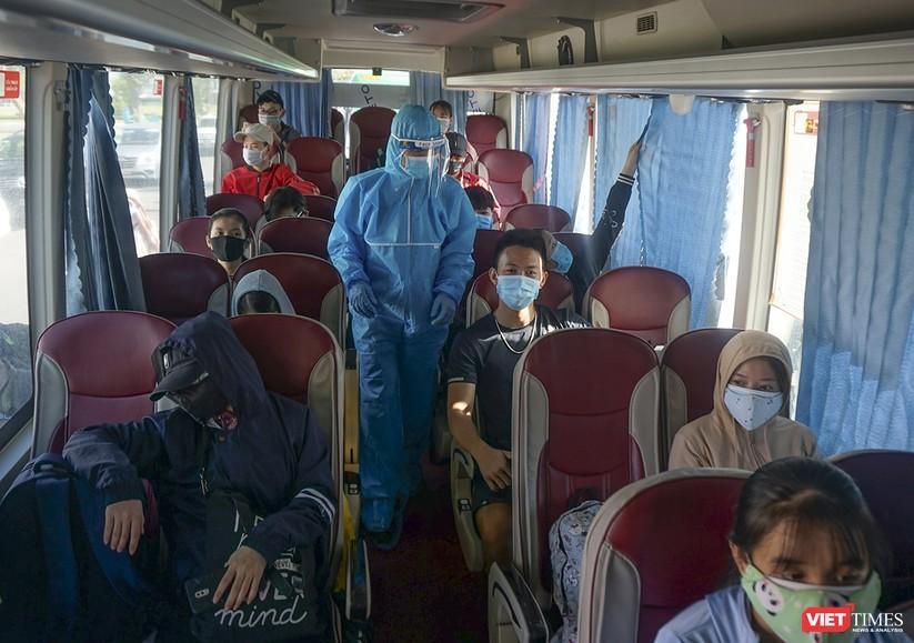 """Ảnh: Khoảnh khắc hơn 700 người dân Quảng Ngãi bị """"mắc kẹt"""" ở Đà Nẵng trước giờ về quê ảnh 12"""