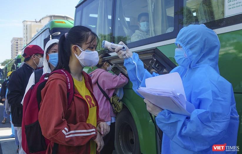 """Ảnh: Khoảnh khắc hơn 700 người dân Quảng Ngãi bị """"mắc kẹt"""" ở Đà Nẵng trước giờ về quê ảnh 9"""