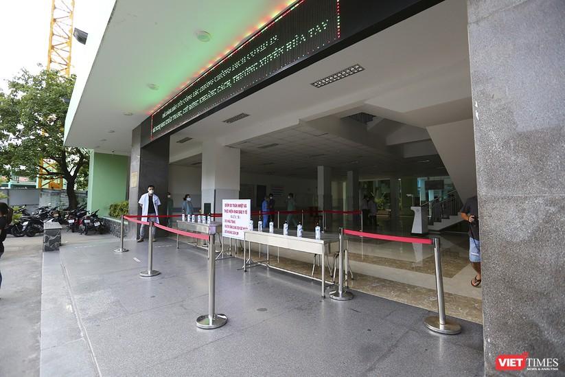 Ảnh: Chính thức dỡ bỏ lệnh phong tỏa đối với Bệnh viện Đà Nẵng ảnh 16
