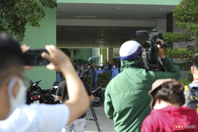 Ảnh: Chính thức dỡ bỏ lệnh phong tỏa đối với Bệnh viện Đà Nẵng ảnh 4