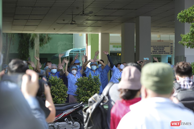 Ảnh: Chính thức dỡ bỏ lệnh phong tỏa đối với Bệnh viện Đà Nẵng ảnh 5