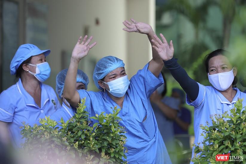 Ảnh: Chính thức dỡ bỏ lệnh phong tỏa đối với Bệnh viện Đà Nẵng ảnh 6