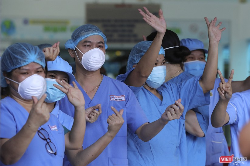 Ảnh: Chính thức dỡ bỏ lệnh phong tỏa đối với Bệnh viện Đà Nẵng ảnh 7