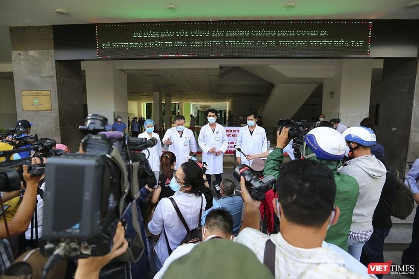 Ảnh: Chính thức dỡ bỏ lệnh phong tỏa đối với Bệnh viện Đà Nẵng ảnh 11